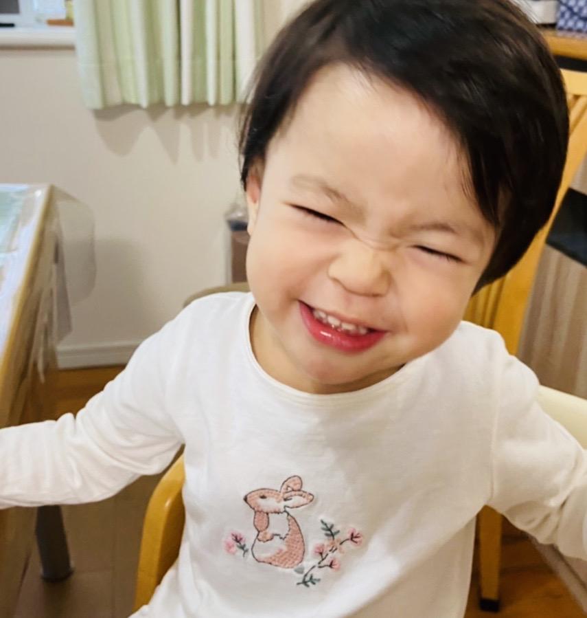 面白笑顔の娘