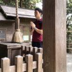 九頭龍神社で祈る僕
